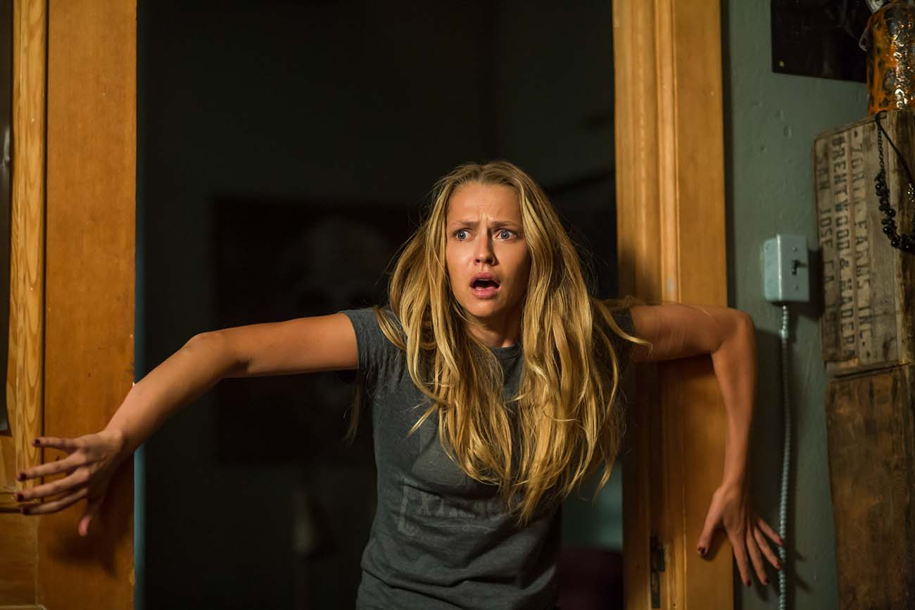 "Teresa Palmer as Rebecca in New Line Cinema's horror film ""Lights Out,"" a Warner Bros. Pictures release. / Photo Credit: Ron Batzdorff / Copyright: © 2016 WARNER BROS. ENTERTAINMENT INC. AND RATPAC-DUNE ENTERTAINMENT LLC ALL RIGHTS RESERVED"