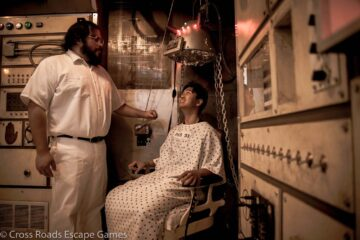 Jose Mendoza as Orderly and Nathan Manahan as Patient
